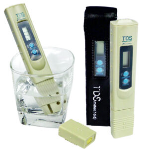 pmiar jakości wody miernikiem tds