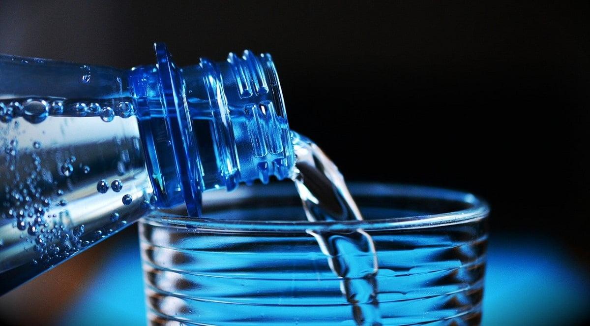 Dlaczego nie warto pić wody butelkowanej?
